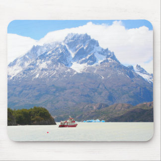 Boot und Berge, Patagonia, Chile Mousepad