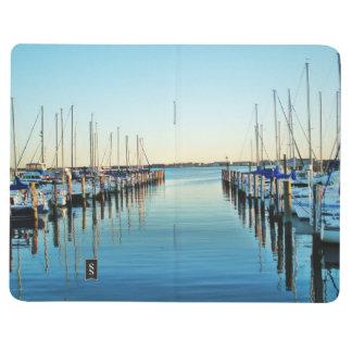 Boote am Jachthafen durch Shirley Taylor Taschennotizbuch