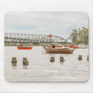 Boote in Fluss Sankt Lucia in Montevideo Uruguay Mousepad