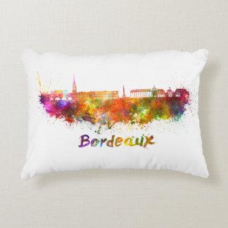 Bordeaux skyline im Watercolor Dekokissen