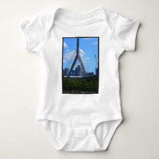 Boston überbrückt Fotos auf T - Shirts