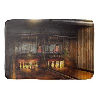 Bowling - Leben in der Gosse 1910 Badematte