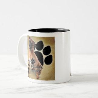 Boxer-Hunde verlassen Abdrücke auf Ihrem Herzen Zweifarbige Tasse
