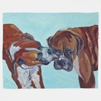 Boxer küssend, verfolgt Kunst-Fleece-Decke Fleecedecke