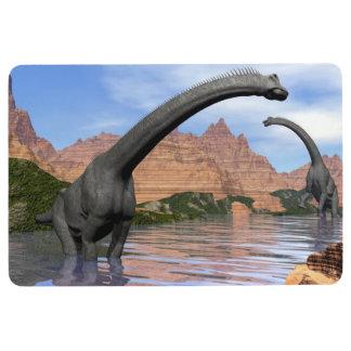 Brachiosaurusdinosaurier im Wasser - 3D übertragen Bodenmatte