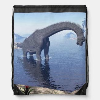 Brachiosaurusdinosaurier im Wasser - 3D übertragen Sportbeutel