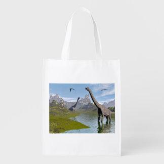 Brachiosaurusdinosaurier im Wasser - 3D übertragen Wiederverwendbare Einkaufstasche