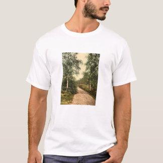 Brackendale Antrieb, Camberley, Surrey, England T-Shirt