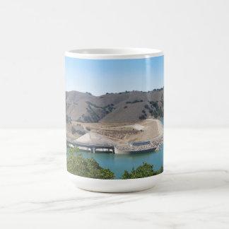 Bradbury-Verdammung in Cachuma See nahe Santa Ynez Kaffeetasse