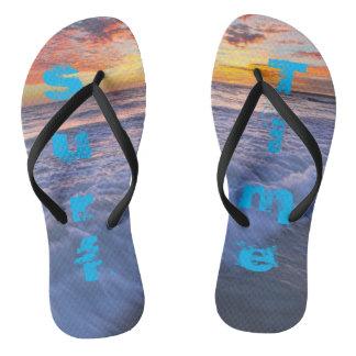 Brandungs-Zeit! - Strand bewegt am Sonnenuntergang Flip Flops