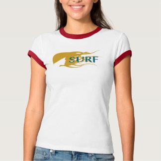 Brandungsmädchen, welches das Wellengrafik T-Shirt