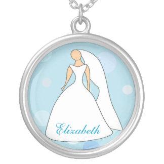 Braut Kleiderin der blauen Versilberte Kette