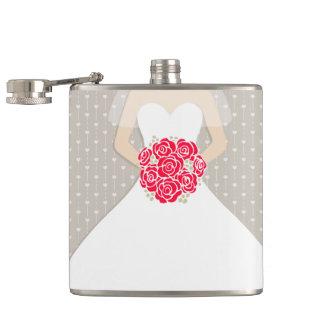 Braut mit angesagter Flasche der Roten Rosen