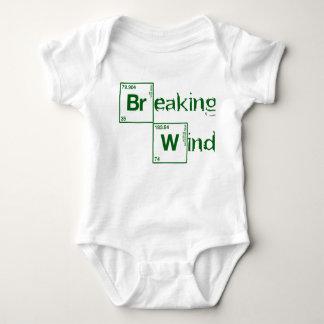 Brechen des schlechten inspirierten brechender baby strampler