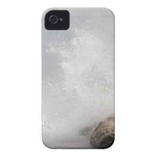 Brechende Wellen auf Felsen auf dem adriatischen Case-Mate iPhone 4 Hülle