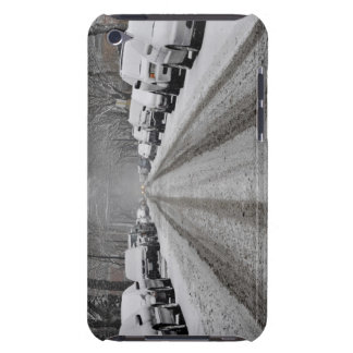 Breite Ansicht des unplowed Schnees bedeckte Straß iPod Touch Case-Mate Hülle