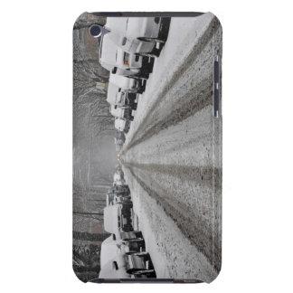 Breite Ansicht des unplowed Schnees bedeckte Straß iPod Case-Mate Case