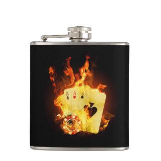 Brennender Poker kardiert 6-Unze-Vinyl Flachmann