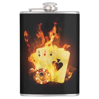Brennender Poker kardiert 8-Unze-Vinyl Flachmann