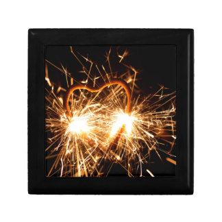 Brennender Sparkler in der Form eines Herzens Erinnerungskiste
