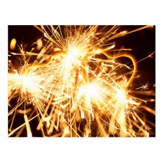 Brennender Sparkler in der Form eines Herzens Postkarte