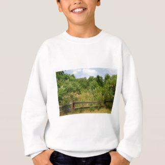 Bretterzaun und Wiese Sweatshirt