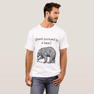 Brexit übte durch einen Bären aus T-Shirt