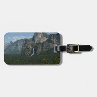 Bridalveil Fälle und halbe Haube bei Yosemite Kofferanhänger