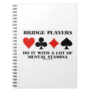 Bridge-Spieler tun es mit vieler Geistesausdauer Spiralblöcke