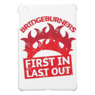 Bridgeburners zuerst in des Letzten Insignien 3 iPad Mini Hülle