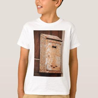 Briefkasten rostig draußen T-Shirt