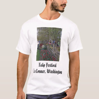 brilliant_red_in_front_of_fence, Tulpe-Festival… T-Shirt