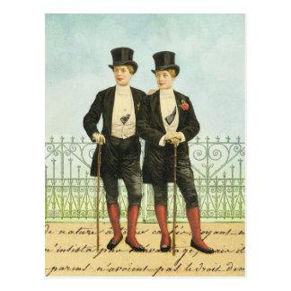Britische geckige Jungen in den Spitzen und in den Postkarte