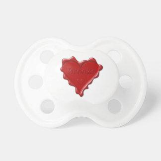 Brooke. Rotes Herzwachs-Siegel mit NamensBrooke Schnuller