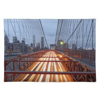Brooklyn Bridge am Abend Stofftischset