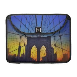 Brooklyn-Brücke am Sonnenuntergang MacBook Pro Sleeve