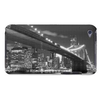 Brooklyn-Brücke und Manhattan-Skyline nachts iPod Case-Mate Hülle