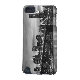 Brooklyn-Brücke und Manhattan-Skyline nachts iPod Touch 5G Hülle