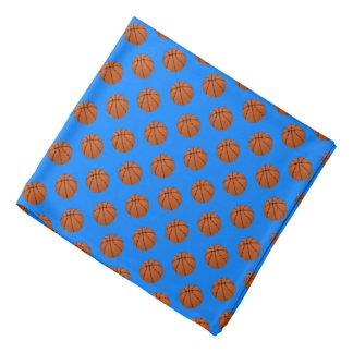 Brown-Basketball-Bälle auf azurblauem Blau Halstuch