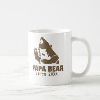 Brown-Papa-Bär seit Jahr der Kaffeetasse