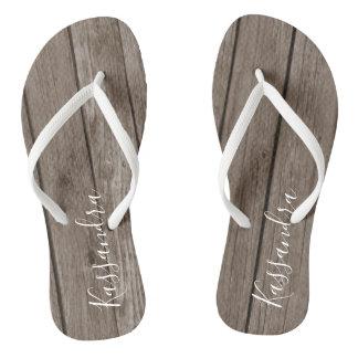 Brown-rustikales hölzernes personalisiertes drehen flip flops