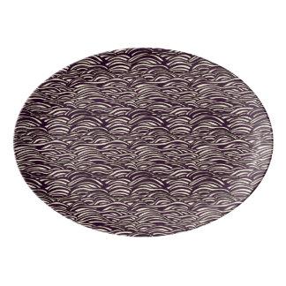 Brown-Wellenmuster. Seebeschaffenheit Porzellan Servierplatte