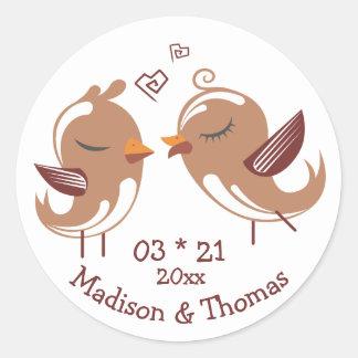 Brownlovebirds-personalisierte Hochzeits-Liebe Runder Aufkleber