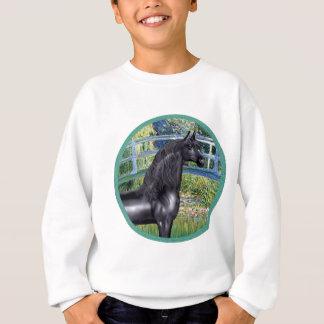 Brücke durch Monet- schwarzes arabisches Pferd Sweatshirt