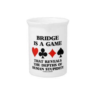 Brücke ist ein Spiel aufdeckt Tiefen der Dummheit Getränke Pitcher