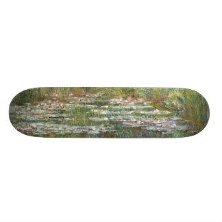 Brücke über einem Teich der Wasser-Lilien durch 18,4 Cm Mini Skateboard Deck