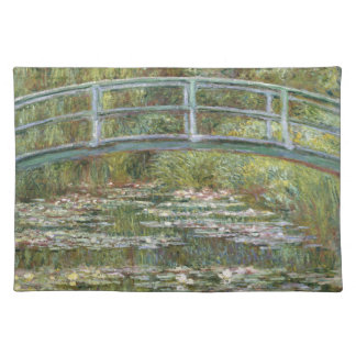 Brücke über einem Teich der Wasser-Lilien durch Stofftischset