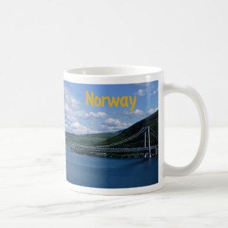 Brücke über Fluss Kaffeetasse