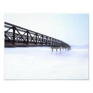 Brücke über gefrorenem See-Foto-Druck Fotodruck