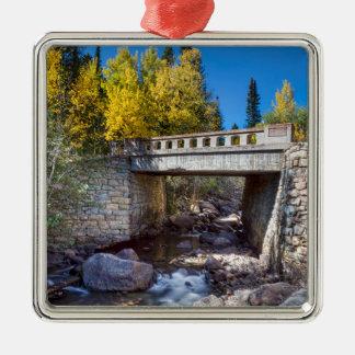 Brücke über Herbst-Wasser Silbernes Ornament